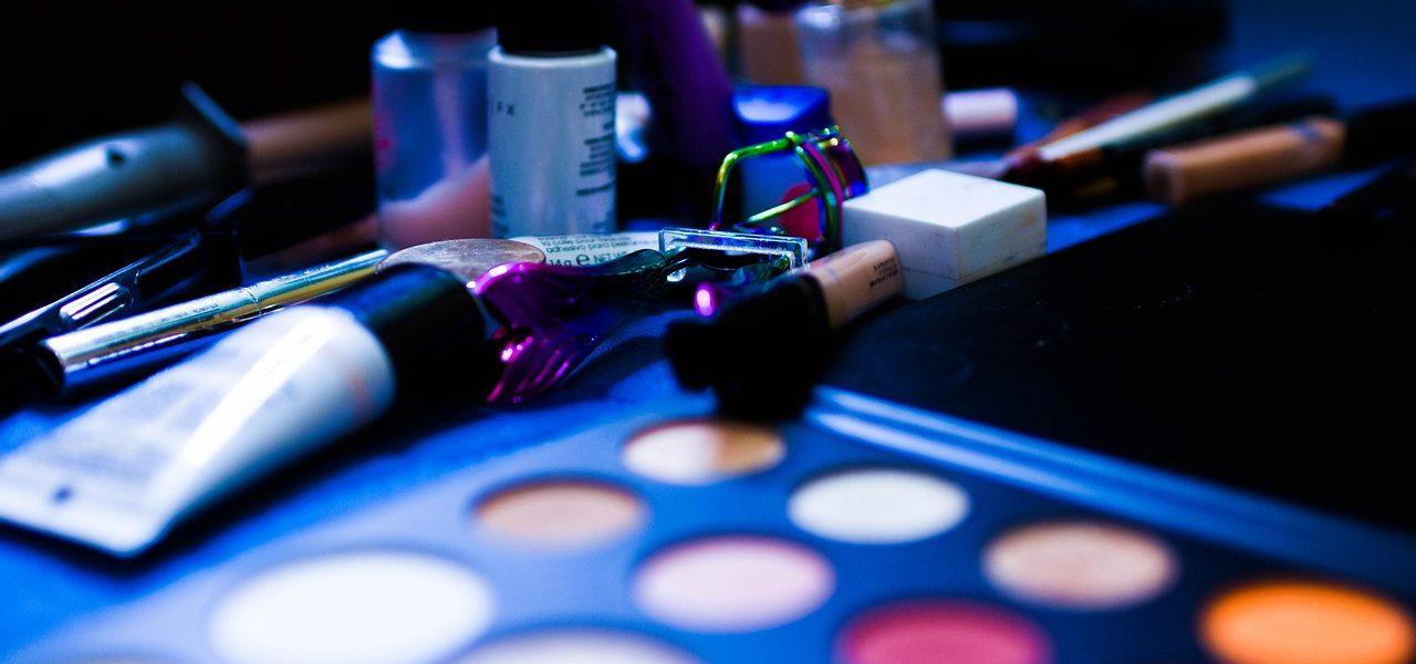 kosmetyki do make up'u z drogerii